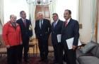 Proponen medidas a ministro Burgos para enfrentar crisis por marea roja