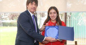 Ministerio del Deporte premia a Amanda Cerna