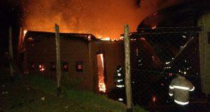 Queilen: incendio afectó a posta de salud de sector Pureo.