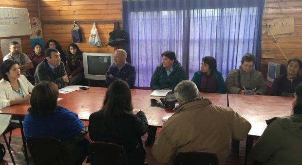 Castro: vecinos de La Chacra 2 se reunieron con autoridades comunales en busca de solución a problema de abastecimiento de agua.