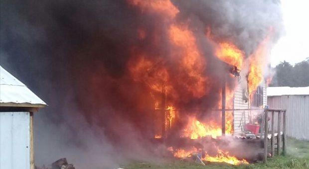 Castro: incendio destruyó vivienda en sector Pid Pid bajo.